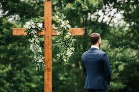 simple yet beautiful backyard wedding