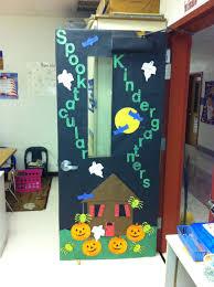 Halloween Classroom Door Decorating Ideas by 40 Teacher Halloween Door Decorations 25 Awesome Teacher