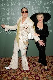 halloween costumes 1800 bette midler celebrates halloween at her annual hulaween party