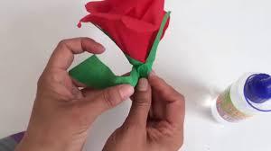 cara membuat bunga dengan kertas hias kerajinan tangan dari kertas krep cara membuat bunga mawar youtube