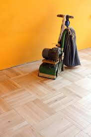 3 reasons to hire a professional hardwood floor refinishing