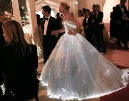 zac posen light up gown fashionably lit up met gala 2016 claire danes wearing luminous
