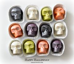halloween candy cake sugar swings serve some halloween skull cake bites no dipping