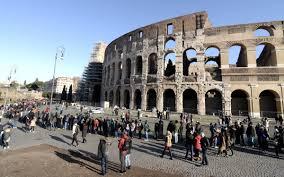 orari ingresso colosseo musei gratis lunghe file per entrare al colosseo oltre 25 mila i