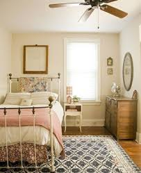 Schlafzimmer Mit Metallbett Moderne Häuser Mit Gemütlicher Innenarchitektur Kühles