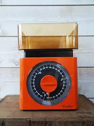 balance terraillon cuisine vintage balance terraillon orange dans la cuisine sur