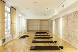 imagenes estudios yoga el estudio de yoga de referencia en españa llega a madrid luna y