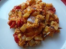 cuisiner aubergine poele une poêlée d aubergines tomates et oeufs auberginen tomaten und