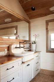 Barn Board Bathroom Best 25 Barn Bathroom Ideas On Pinterest Sliding Closet Doors