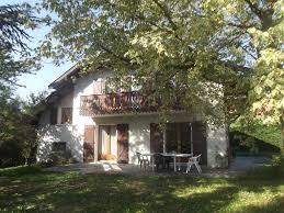 location chambre annecy maison familiale style savoyard avec jardin et 4 chambres