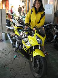 honda cbr 150 used bike file honda cbr150 yellow jpg wikimedia commons
