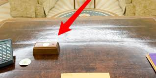 trump u0027s presidential desk has a tiny red button that he presses to