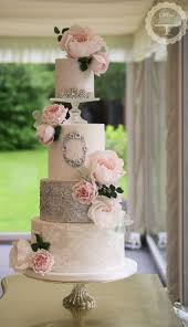 top 10 totally gorgeous wedding cakes to pick from for this