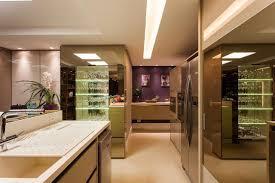 Extreme Cozinha com Cristaleira de vidro e Espelho de Juliana Pippi  &RV46