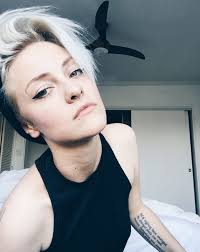 dos and donts for pixie hairstyles for women with round faces brittenelle pls dont remove tomboy style pinterest pixie