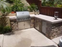 outdoor kitchen countertop ideas best 25 outdoor countertop ideas on concrete