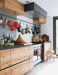recouvrir meuble cuisine cuisine bois vraiment design les poignées invisibles noires qui