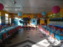deco de table pour anniversaire amazing deco anniversaire annee 80 2 idée déco de table annee 80