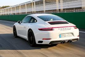 porsche carrera 911 turbo comparativa porsche 911 gts vs carrera 4s vs 911 turbo autobild es