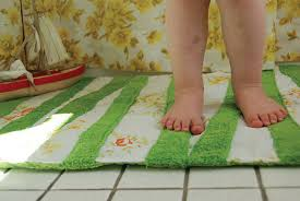 Make A Cozy DIY Bath Mat Do It Yourself Projects Cappers - Bathroom mats and towels