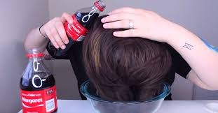 coke in curly hair she pours 2 bottles of coca cola all over her hair the finished