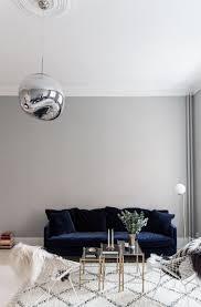 navy blue velvet sofa 25 stunning living rooms with blue velvet sofas blue velvet blue