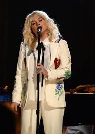 kesha just stunned us all with this david bowie inspired