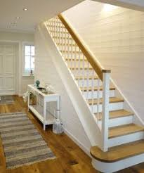 geschlossene treppen wangentreppe weiß und eiche geschlossene stufen treppe