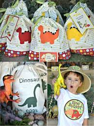 dinosaur party favors best 25 dinosaur party decorations ideas on dinosaur