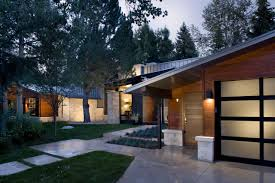 modern warm design of the modern contemporary ranch homes with