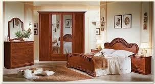 chambre a coucher moderne en bois massif chambre de nuit en bois moderne chaios dedans chambre a coucher