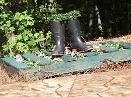 Craft Ideas For Garden Decorations - 11 diy ideas to recycle wood pallets for garden decorations and