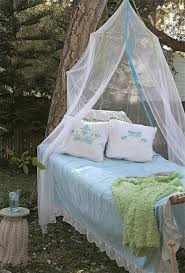33 romantic outdoor canopies and tents made with mosquito nets and