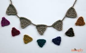 crochet necklace pattern images Crochet bunting mini garland or necklace moogly jpg