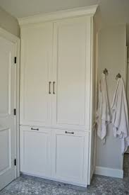 Storage For Towels In Small Bathroom by Best 25 Bathroom Linen Cabinet Ideas On Pinterest Bathroom
