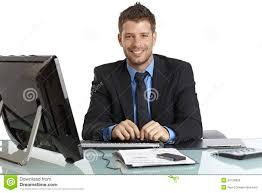 affaires de bureau homme d affaires heureux travaillant au bureau photo stock image