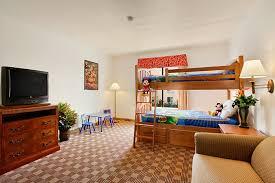 two bedroom suites near disneyland 18 family friendly hotels with bunks beds near disneyland family