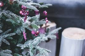 how to decorate a tree professionally