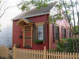 small house in best 25 smallest house ideas on small apartment