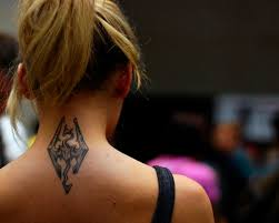 tattoo on back of neck hurt neck tattoo pain how to deal with neck tattoo pain