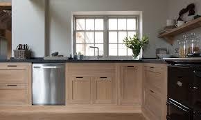 meuble de cuisine en bois massif cuisine bois massif où le moderne se souvient de la tradition