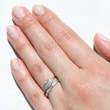 What Hand Does A Wedding Ring Go On by What Hand Does Wedding Ring Go On Jewelry Ideas