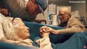 1 jã hriger hochzeitstag 105 jähriger mann besucht seine frau zum 80 hochzeitstag seine