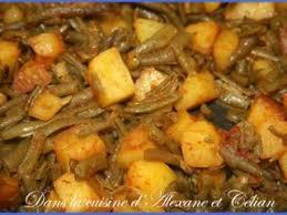 cuisiner des haricots verts poêlée haricots verts pommes de terre recette ptitchef