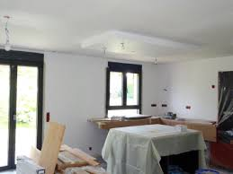 faux plafond cuisine cuisine équipée faux plafond au dessus de l îlot la rénovation