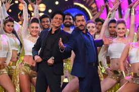 shahrukh khan and salman khan enter the bigg boss house together