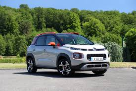 s0 comparatif video statique la nouvelle citroen c3 aircross face