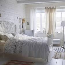 Schlafzimmer Mit Metallbett Gemütliche Innenarchitektur Gemütliches Zuhause Schlafzimmer
