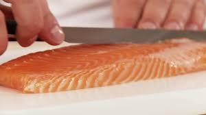 cuisiner un filet de saumon faire la cuisine filet de saumon préparer hd stock 991