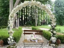cã rã monie de mariage laique une arche de cérémonie laïque tout en blanc somptueuse